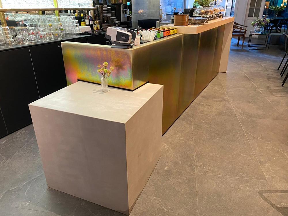 Bar en béton ciré